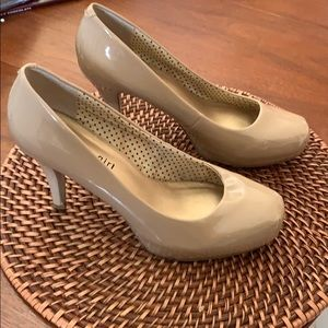 Nude pumps 7 1/2 W